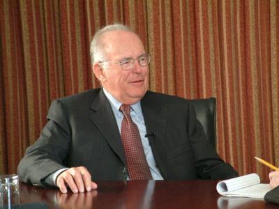 gordon e. moore énonce sa fameuse loi en 1965, trois ans avant de fonder intel.