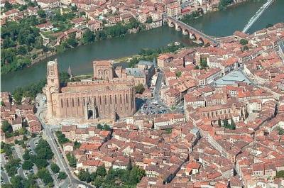 le pays de l'albigeois et des bastilles est situé dans la région midi-pyrénées.