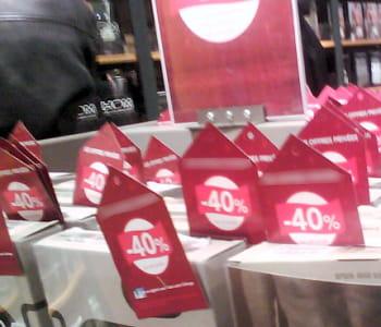 a l'approche de noël, les promotions se multiplient dans les magasins.
