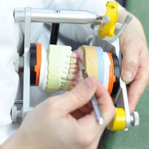 l'inspection générale des finances attribue aux prothésistes-dentaires un revenu