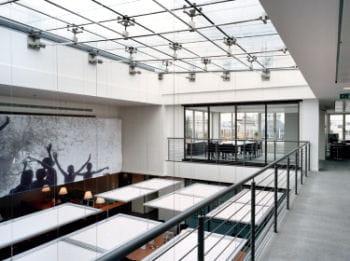 chez reuters, les bureaux conçus par studios architecture sont au coeur d'un