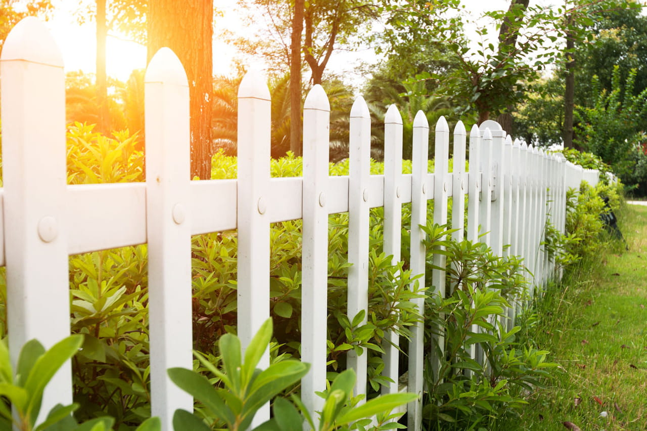 Comment Cloturer Son Jardin problème de clôture avec le voisin : que faire ?