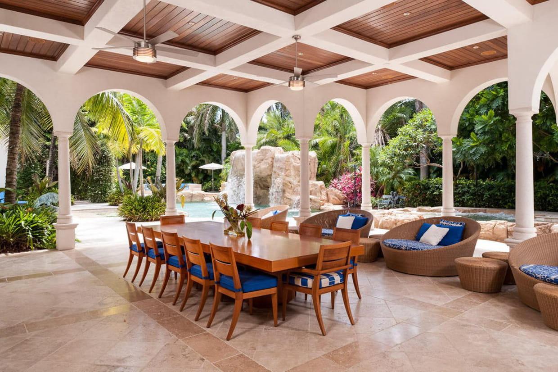 une salle manger en terrasse. Black Bedroom Furniture Sets. Home Design Ideas