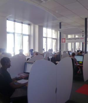 les équipes de meilleursagents au travail dans leurs locaux parisiens.
