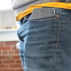 il tient parfaitement dans un jean.