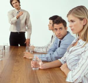 si le collaborateur s'exprime en pleine réunion, proposez-lui de régler votre