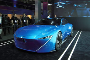 MWC: Peugeot fait son show avec un concept-car autonome