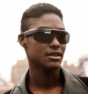 les lunettes connectées de google seront disponibles au grand public en 2014.