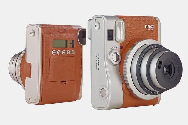 Un appareil photo instantané Fuji Instax Mini 90