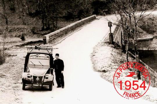 En 1954, la distribution du courrier en voiture segénéralise...