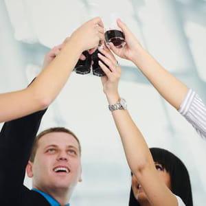 le vendredi, les salariés de dropbox font connaissance autour d'un verre.