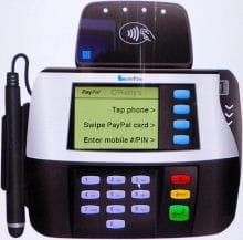 le terminal de paiement propose trois options : nfc, carte paypal et numéro de