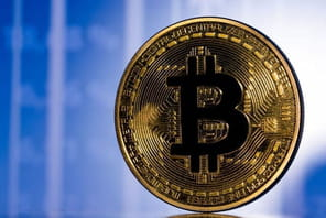 Bitcoin: son cours reprend des couleurs après un lundi noir