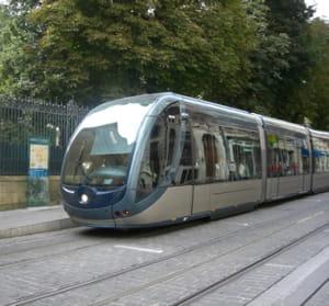 le tramway de bordeaux.