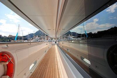 aujourd'hui le prix du mètre de yacht est estimé à 1million d'euros.