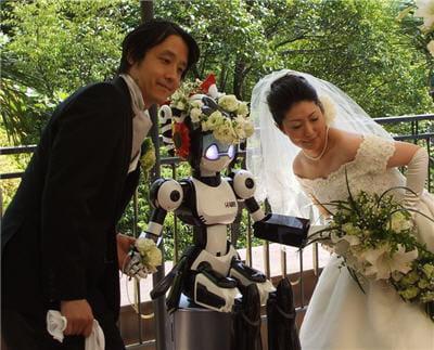 le robot est témoin, car au coeur de leur rencontre