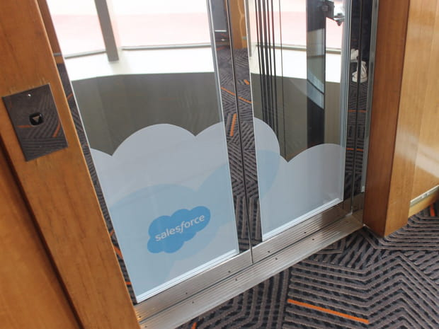 ...Même sur les portes d'ascenseur