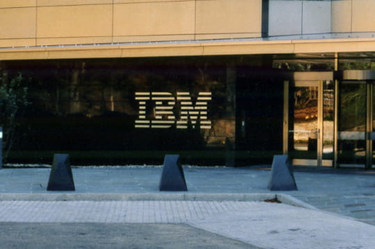 Résultats annuels d'IBM : cloud en hausse, bénéfice et cotation en baisse