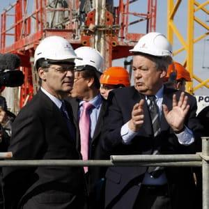 patrick devedjian en visite sur un chantier de logements en vefa.