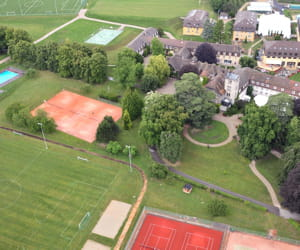 une vue du rosey, en suisse.