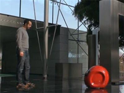 des robots vous accueillent et vous guident