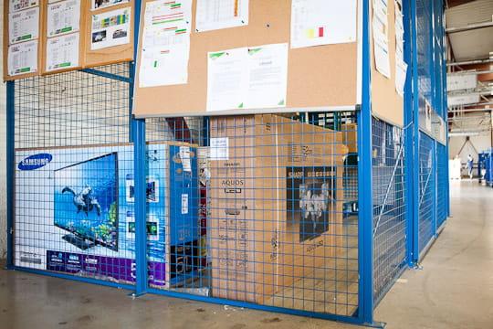 Relais Colis: cages sécurisées