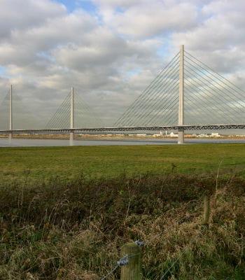 la passerelle mersey, prévue à liverpool, va coûter 2milliards d'euros.