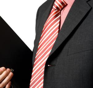eventuellement, vous pouvez oser une cravate aux coloris plus éclatants.