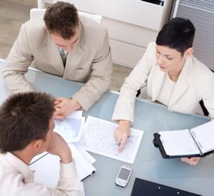 convoquez votre garde rapprochée pour décider d'une stratégie de communication.