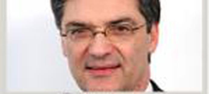 Patrick Devedjian, ministre de la Relance, défend son plan