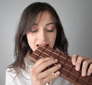 un carré de chocolat comme en-cas.