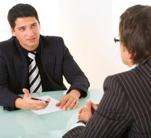organiser des entretiens avec vos collaborateurs vous permettra de rester à