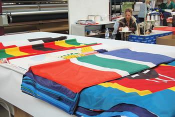 la pme française doublet a fourni les drapeaux officiels des délégations.