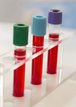 les recherches pour fabriquer un substitut sanguin sont sur le point d'aboutir.