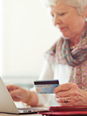 payer sur le web est devenu un acte courant pour les seniors.
