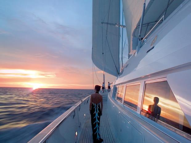 Voilà un yacht parfait pour un millionnaire qui veut naviguer