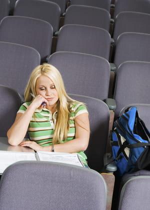 l'université enregistre un taux d'abandon ou d'échec record en première année.