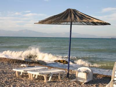 une plage en grèce.