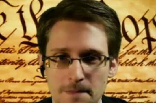 """Edward Snowden: """"La NSA met le feu à Internet etvousêtes les pompiers"""""""