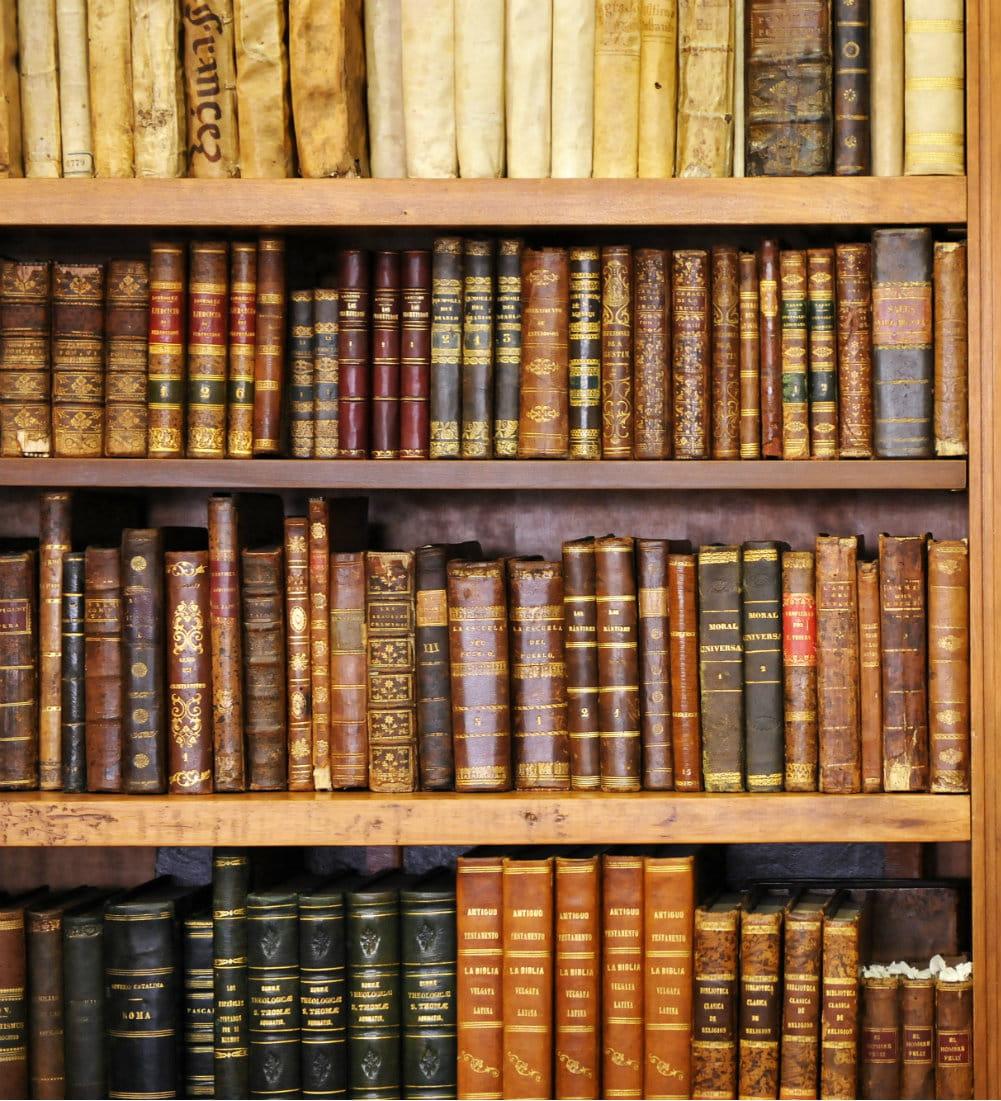 des livres rares ou puis s peuvent se cacher dans votre biblioth que. Black Bedroom Furniture Sets. Home Design Ideas