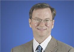 eric schmidt, directeur général de google depuis 2001 soutenait et conseillait