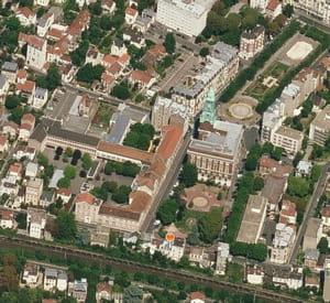 une vue aérienne de la mairie de bois-colombes.