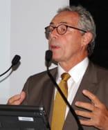 jean-rené lyon est directeur du centre d'excellence en architecture de centrale