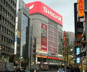 a tokyo, un immeuble shidax entièrement consacré au karaoké.