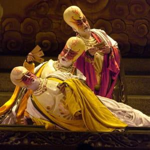 le participant s'identifie à un héros d'opéra et essaie d'imaginer les solutions