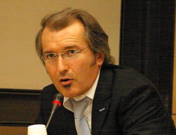 benoît louvet est avocat, spécialiste du droit de l'informatique, de l'internet