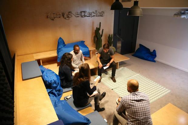 Une salle pour les réunions en petit comité
