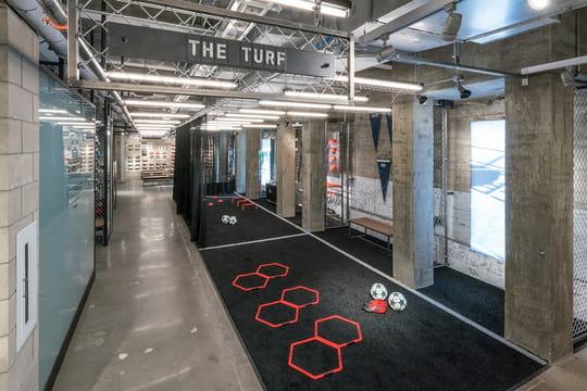 Adidas NYC, un flagship immersif déguisé en stade connecté