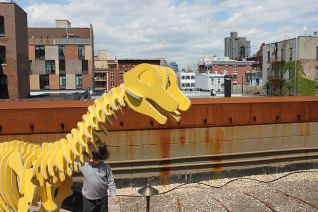 ...D'autres dinosaures sur le toit