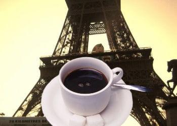a paris, les touristes dopent le prix du café.